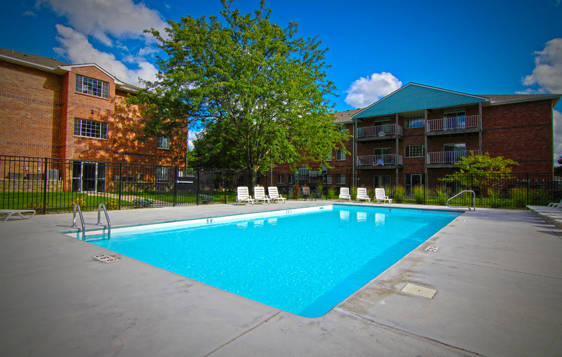 Embassy Park Apartments - Pool