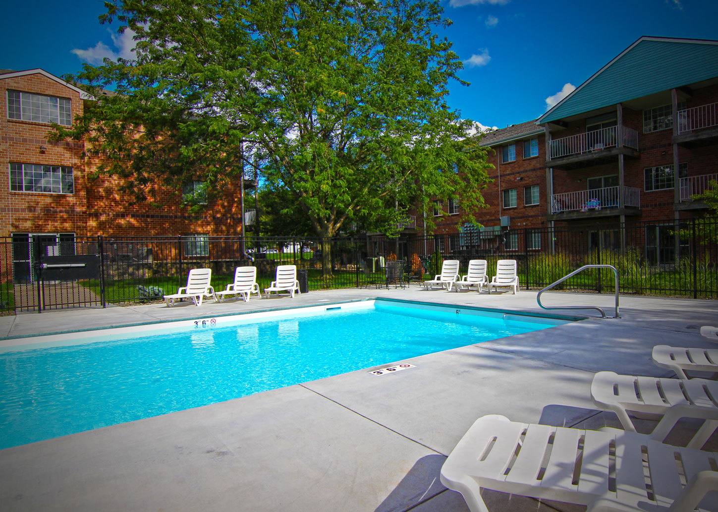 Embassy Park Apartments Pool